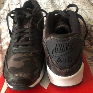Nike air max - Camo NEVER WORN. BRAND NEW.